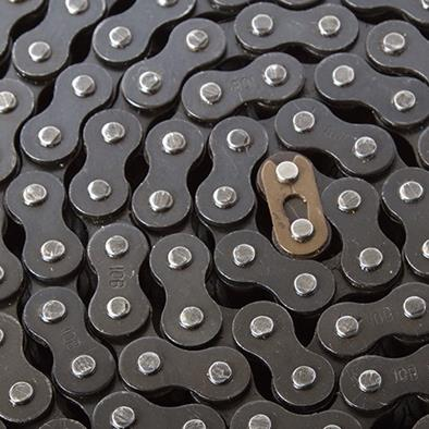 closeup of coiled up roller chain